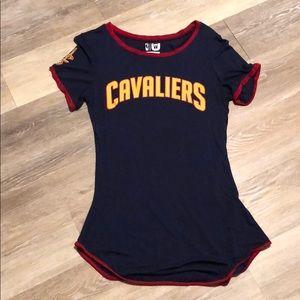 Cavs shirt, small